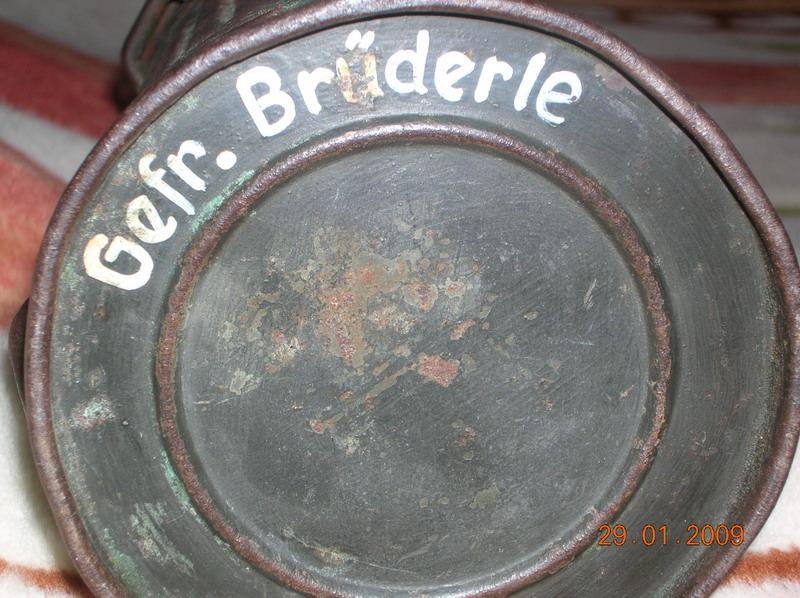 1.немецкие ложки+вилка.2.дно противогазной коробки.